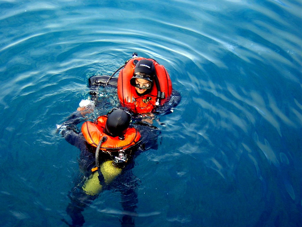 Photo of Scuba divers at the surface with inflated Fenzy ABJL buoyancy compensators