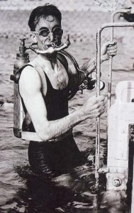 Photo of Yves Le Prieur coming out of a pool equipped with a Fernez-Le Prieur scuba
